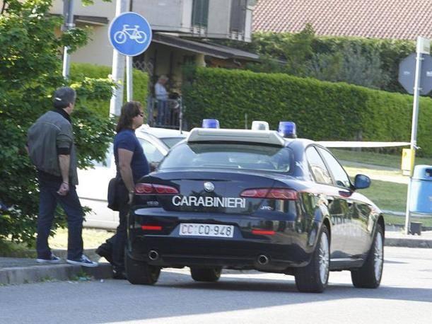 Dramma a Romano, uomo assalta l'Agenzia delle entrate