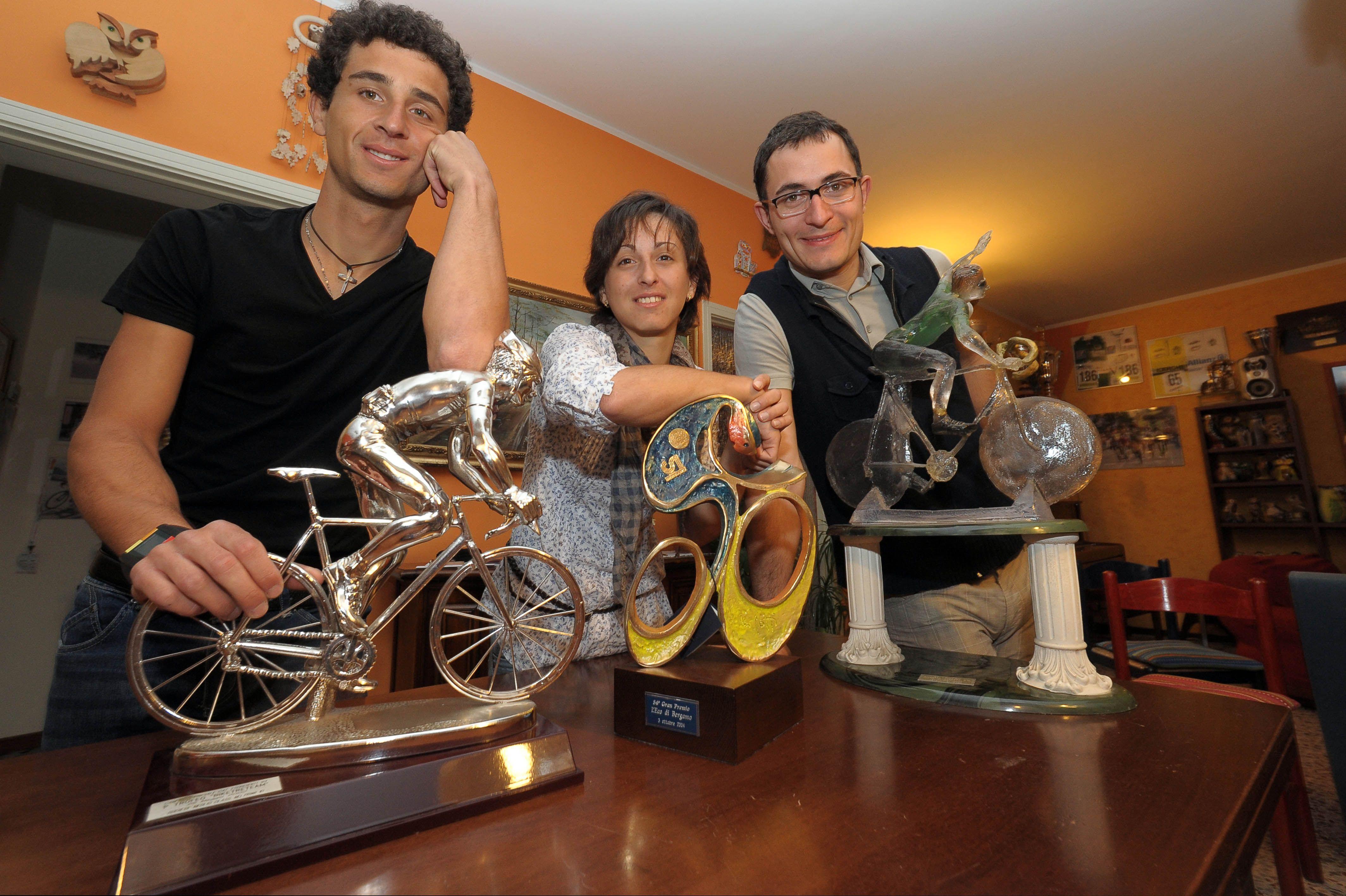 Monica Lo Verso con i figli Daniele e Enrico (Fotogramma)
