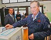 Roberto Calderoli al voto a Mozzo