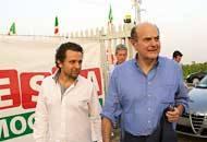 Pierluigi Bersani con Gabriele Riva (Fotogramma)