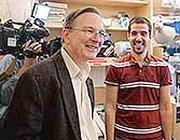 Jack Szostak, a sinistra
