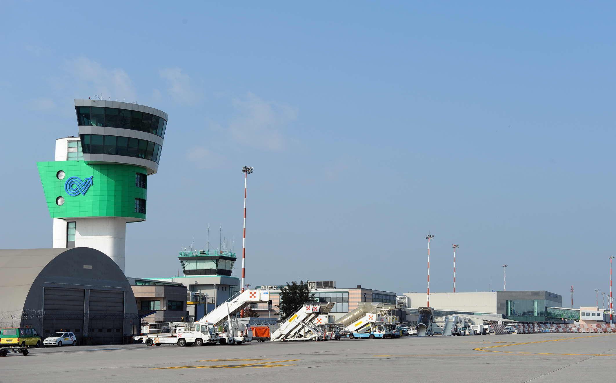 Aeroporto Orio Al Serio : L aeroporto orio al serio di bergamo italia foto immagine stock