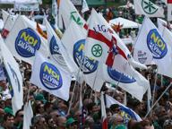 Foto di Bossi e bandiere per Pontida Salviniani del sud contro i lumbard