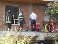 Spia la vicina dalla finestra, blitz punitivo del marito Salta dal balcone per salvarsi