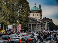 Traffico e folla: Mercatanti intasa il centro