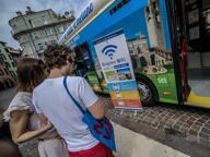 La WiFi fa boom di contatti in piazza L'assessore: ora la rete nei bar