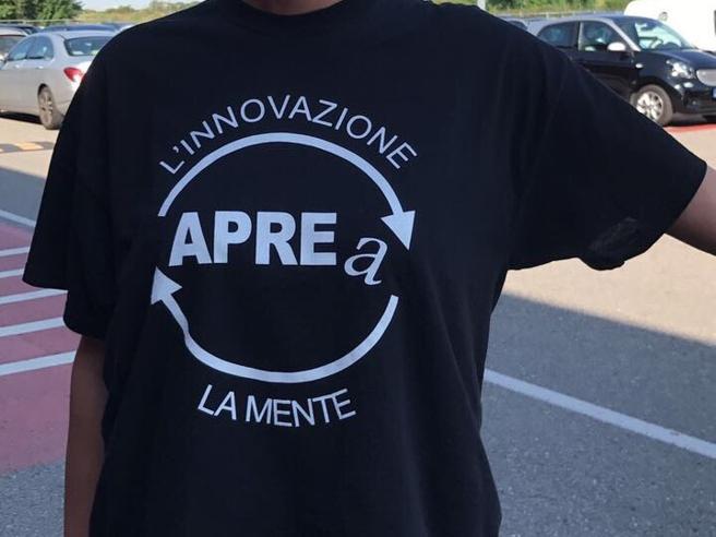 Il nome dell'assessore sulla maglietta:Gori attacca Aprea sui social Video