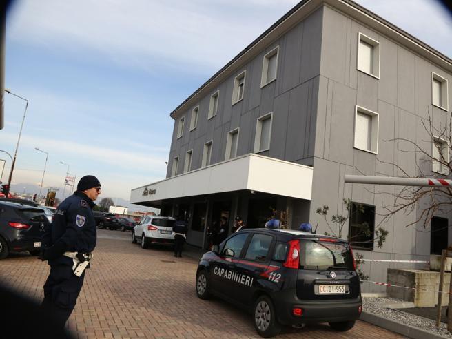 Dalmine, donna uccisa con un colpo di pistola  in un  hotel