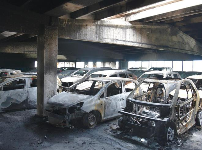 Aeroporto di Orio, quattro in carcere per gli incendi ai parcheggi Foto