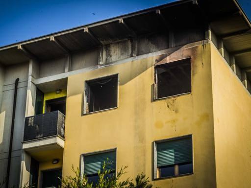 Si sveglia tra le fiamme lo salva il figlio casa for Corriere casa