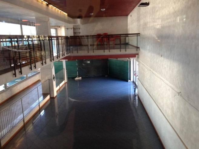 Piscine italcementi bar chiuso da due anni la lista for Bar la piscine paris 18